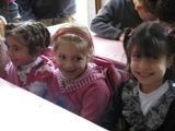 Quale soddisfazione maggiore ci pu� essere se non quella di aver dipinto questi splendidi sorrisi sui volti dei bambini? (Scuola di Huraitan - Aleppo, Siria)