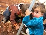 Si gioca con quello che si ha (Campo di Bab Al Salam, Siria - linea di confine)