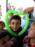 FELICIT� grazie a Doctor Clown Ali. (Campo di Bab Al Salam, Siria - linea di confine)